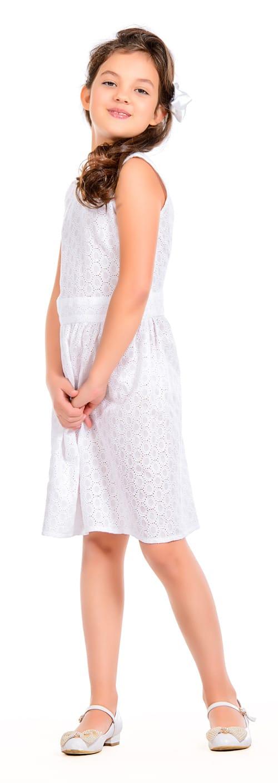 Mädchen mit weißem Kleid