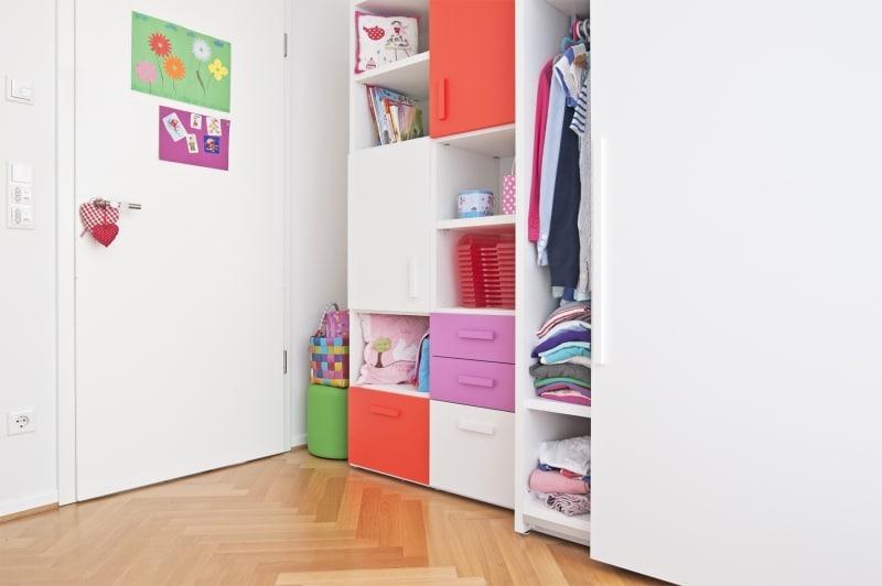 Kleiderschrank und Stauraum für das Kinderzimmer