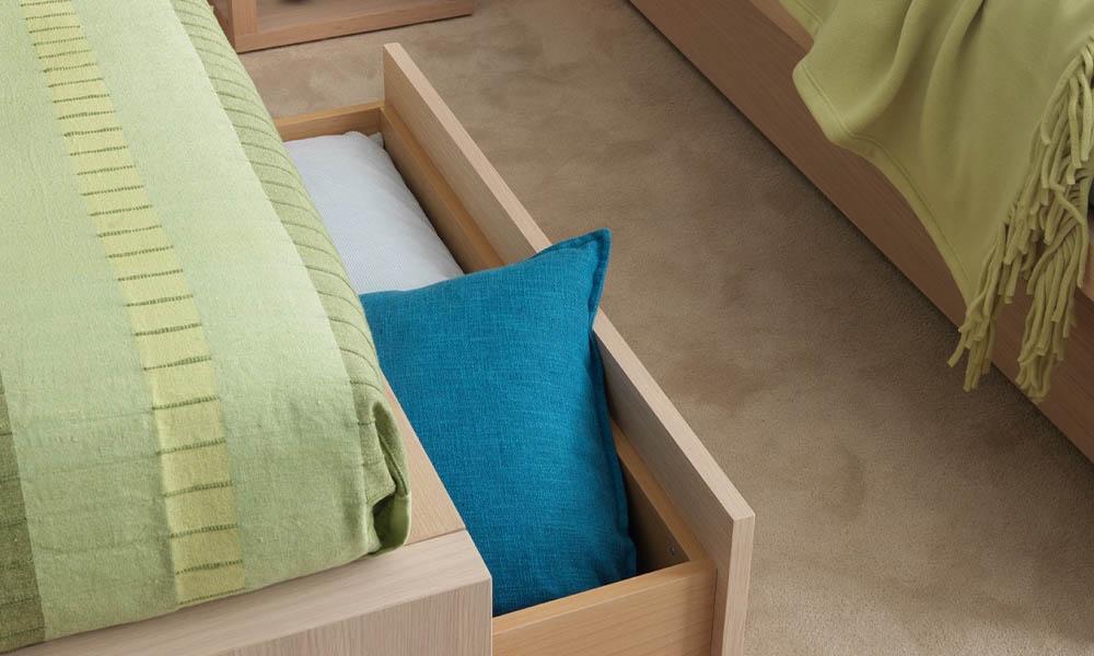2 qualitätsvolle Jugendbetten mit Schubladen