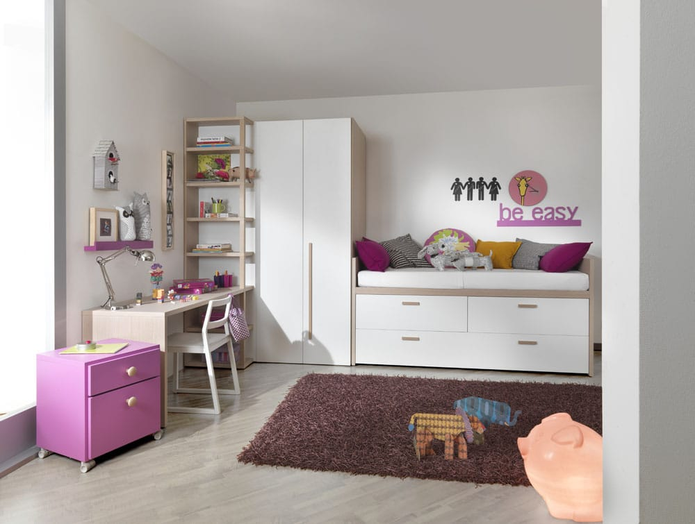 Halbhohes Kinderbett mit Kleiderschrank