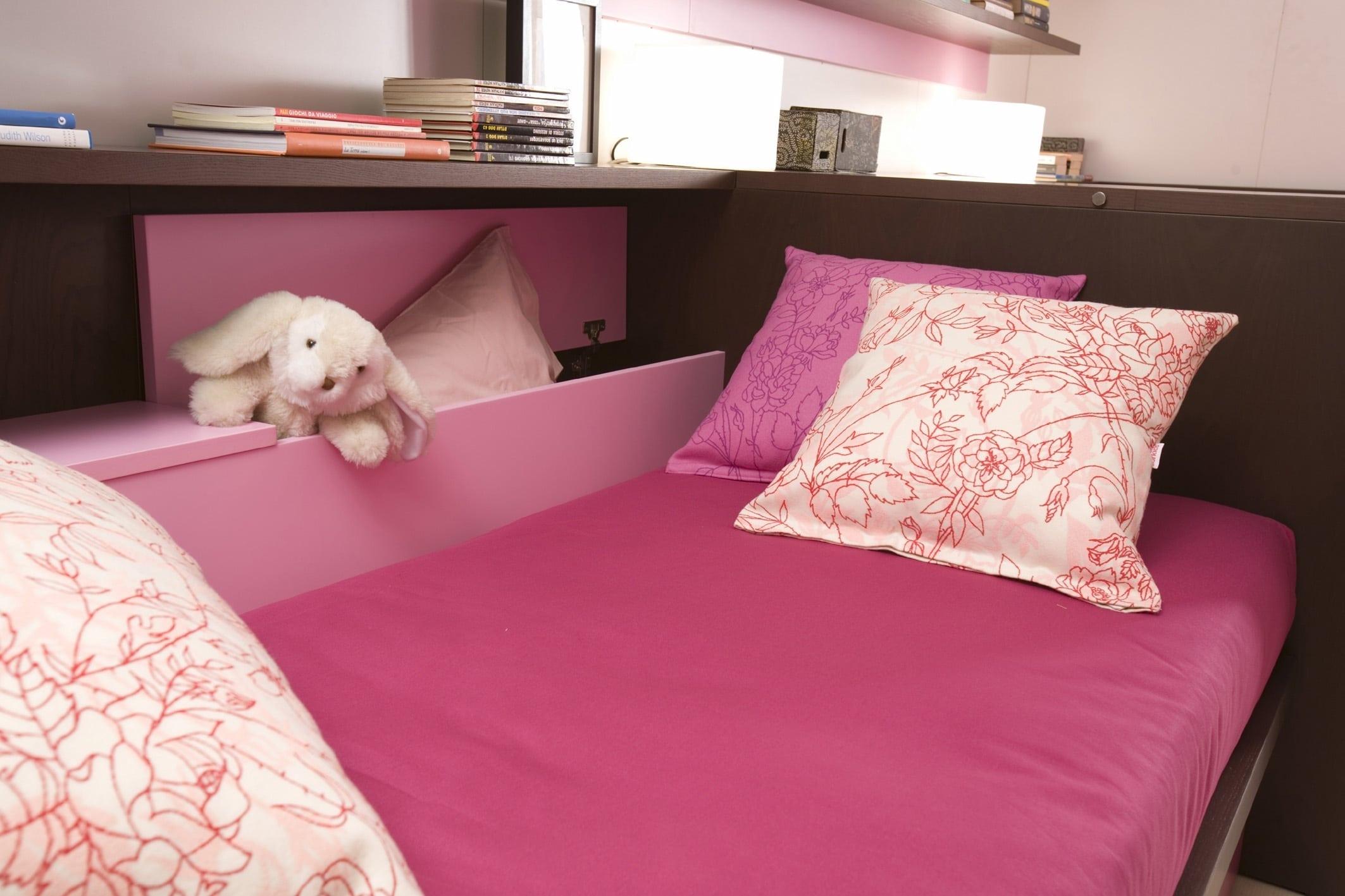 halbhohe kinderbetten und betten mit stauraum. Black Bedroom Furniture Sets. Home Design Ideas